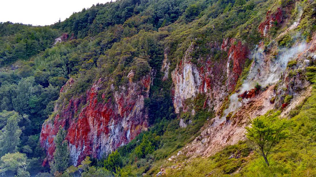 nat-NZ-rotorua-rainbow_mt-red_cliffs