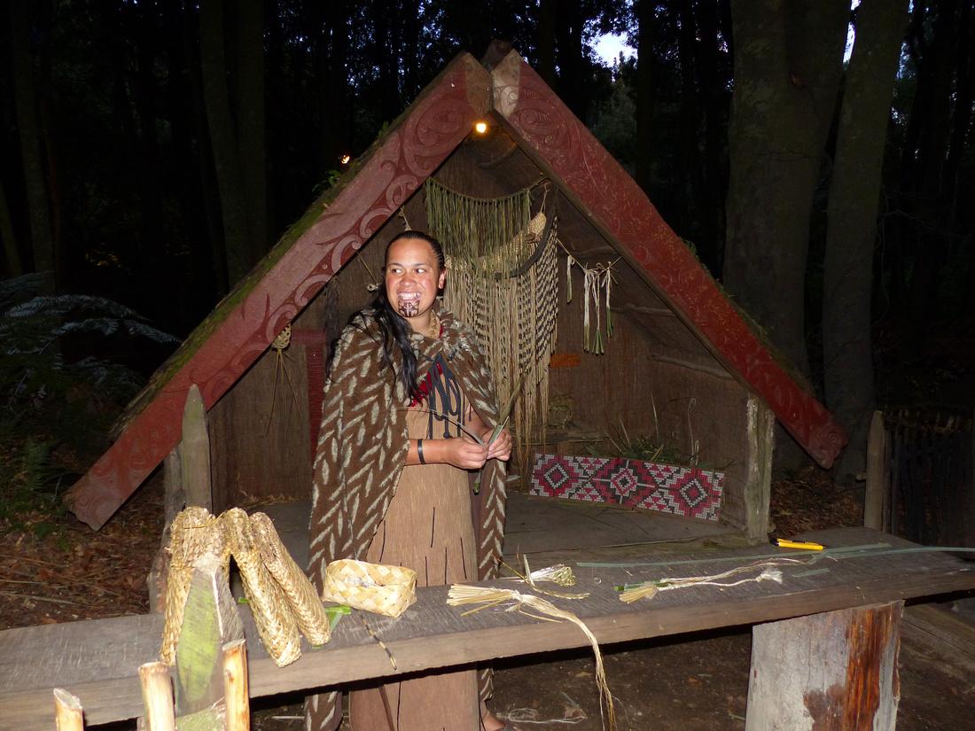 mao-NZ-rotorua-tamaki_village-basket_weaving