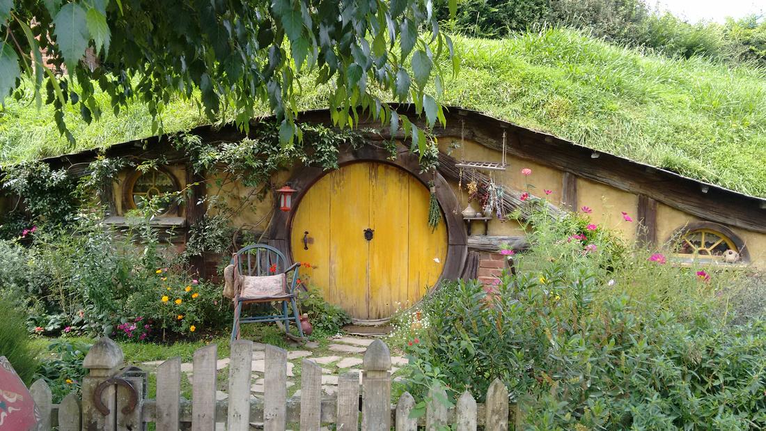 str-NZ-hobbiton-hobbit_hole-1