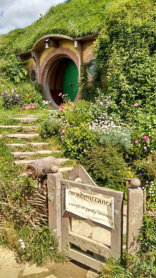 str-NZ-hobbiton-bags_end-2