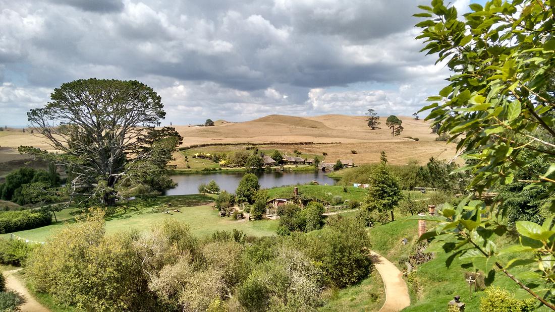 str-NZ-hobbiton-party_ground&green_dragon