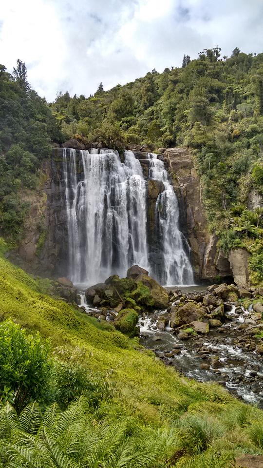 nat-NZ-waitomo-te_anga_rd-marokopa_falls