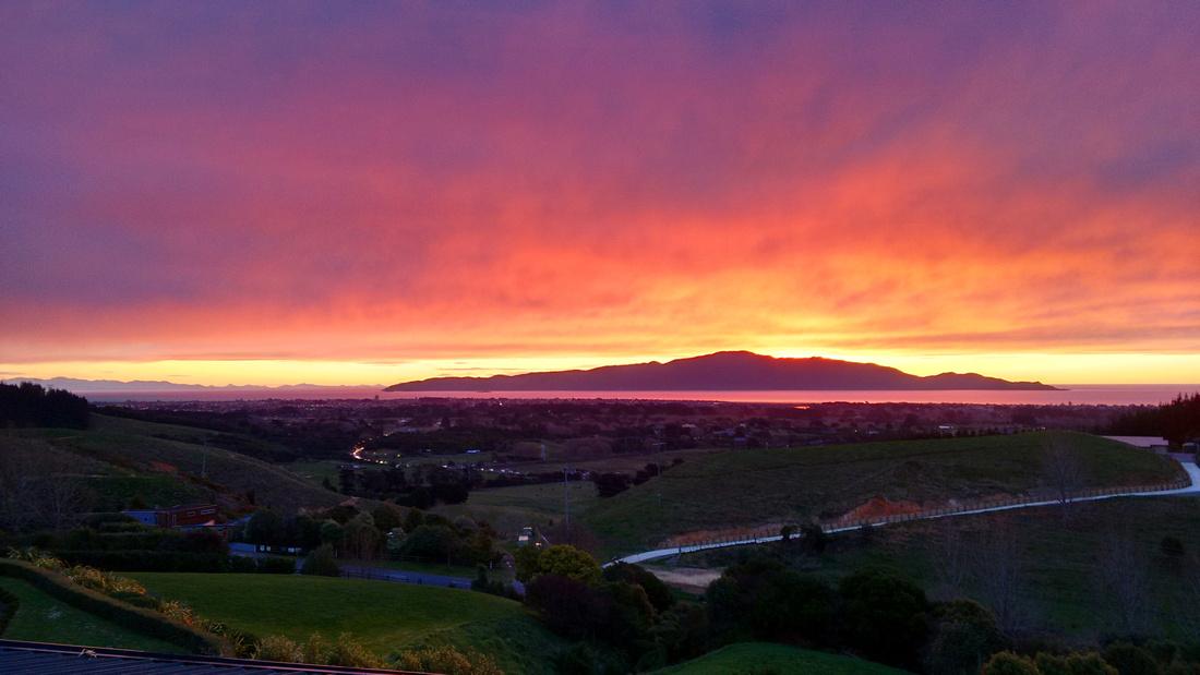 nat-NZ-kapiti_coast-la_pineta-sunset-kapiti_island-2