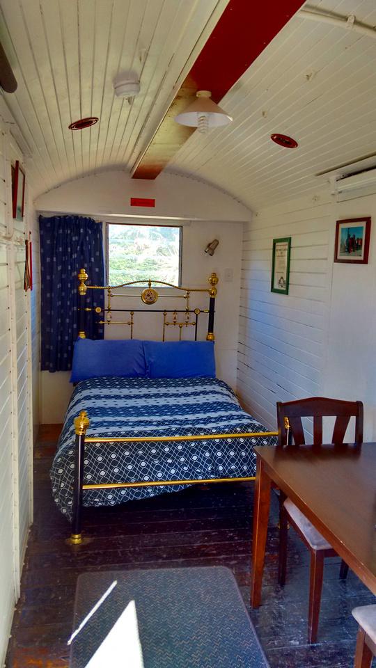 hot-NZ-canterbury-waipara_sleepers-double_room-3
