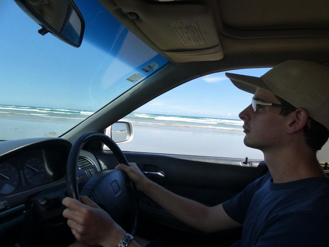 tom-NZ-northland-driving_on_90-_miles_beach