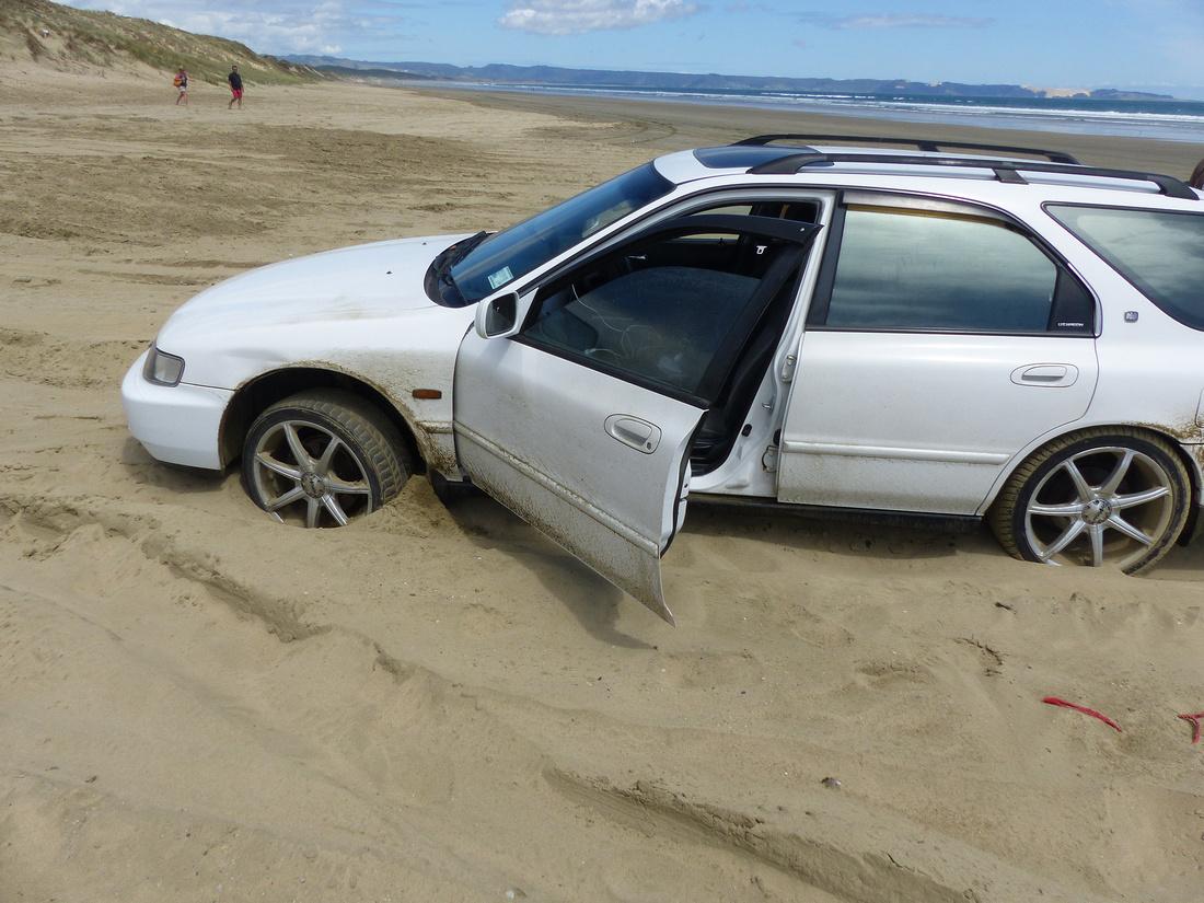 tra-NZ-northland-stuck_on_90-_miles_beach
