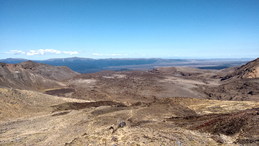 12-nat-NZ-tongariro-our_way_down