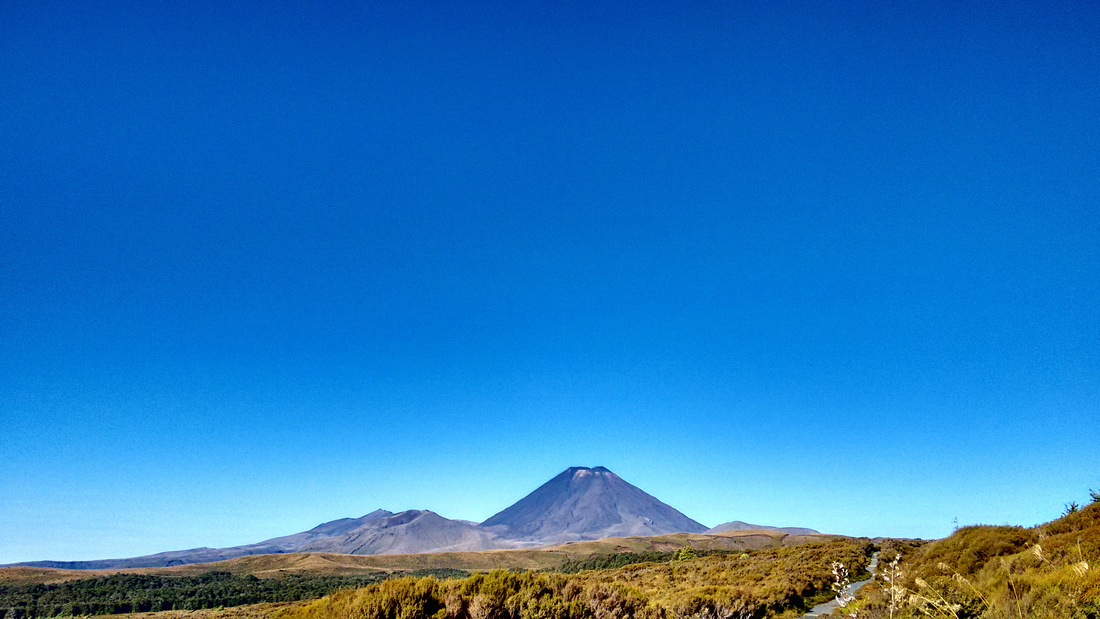 1-nat-NZ-tongariro-first_look_at_Mt_Ngauruhoe